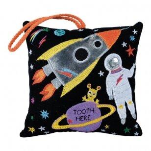 Dantukų fėjos pagalvėlė, Kosmosas