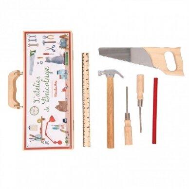 Medinių įrankių dėžė staliaus padėjėjui