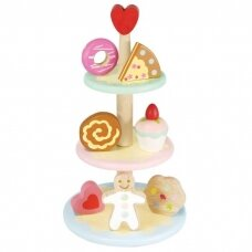Romantiškas stovas su pyragaičiais
